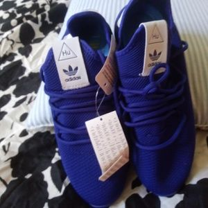 Adidas ( Pharrell Williams)